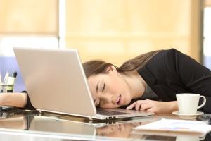 Übermüdung als Folge von Schlafmangel